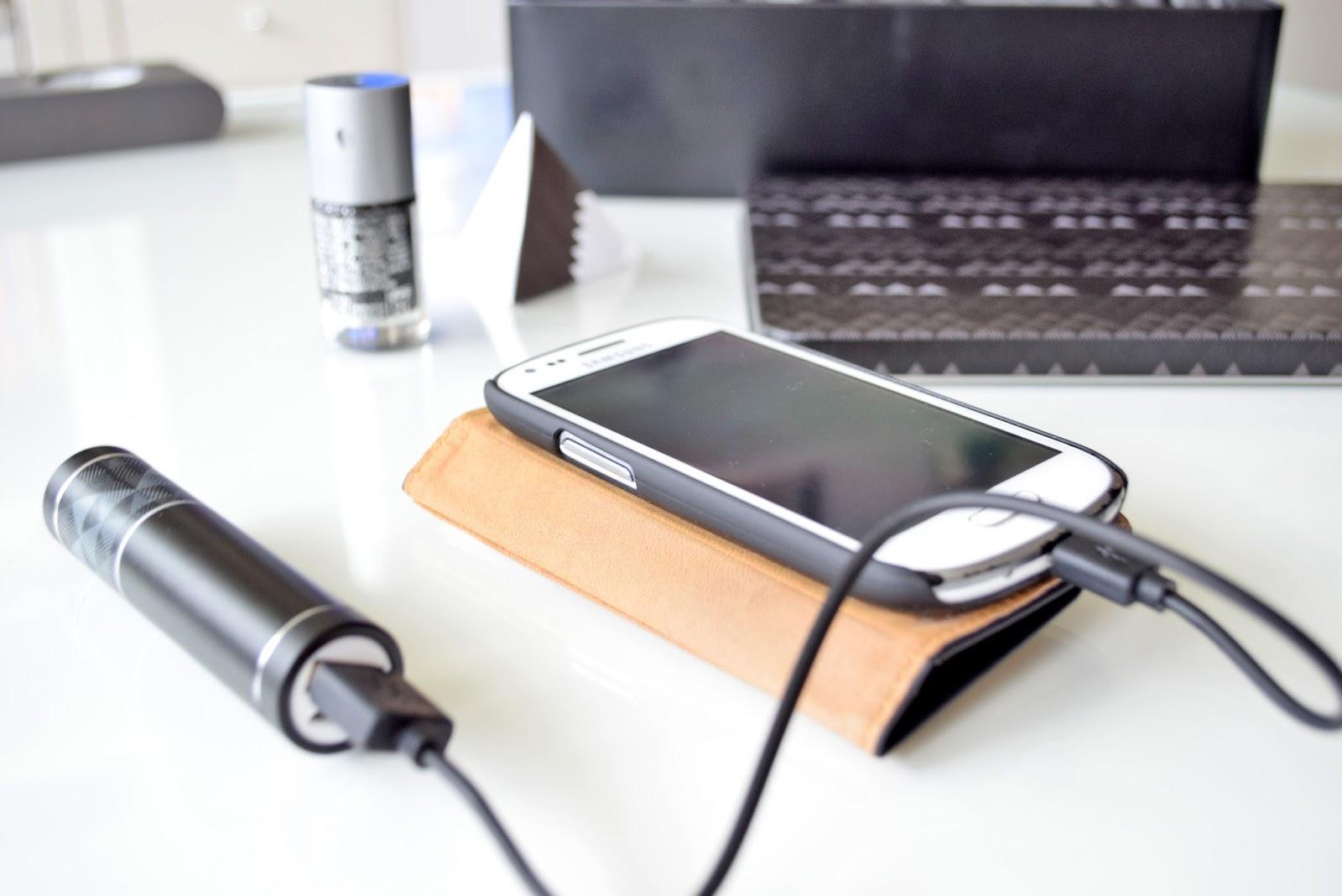 akumulator do ładowania baterii w telefonie