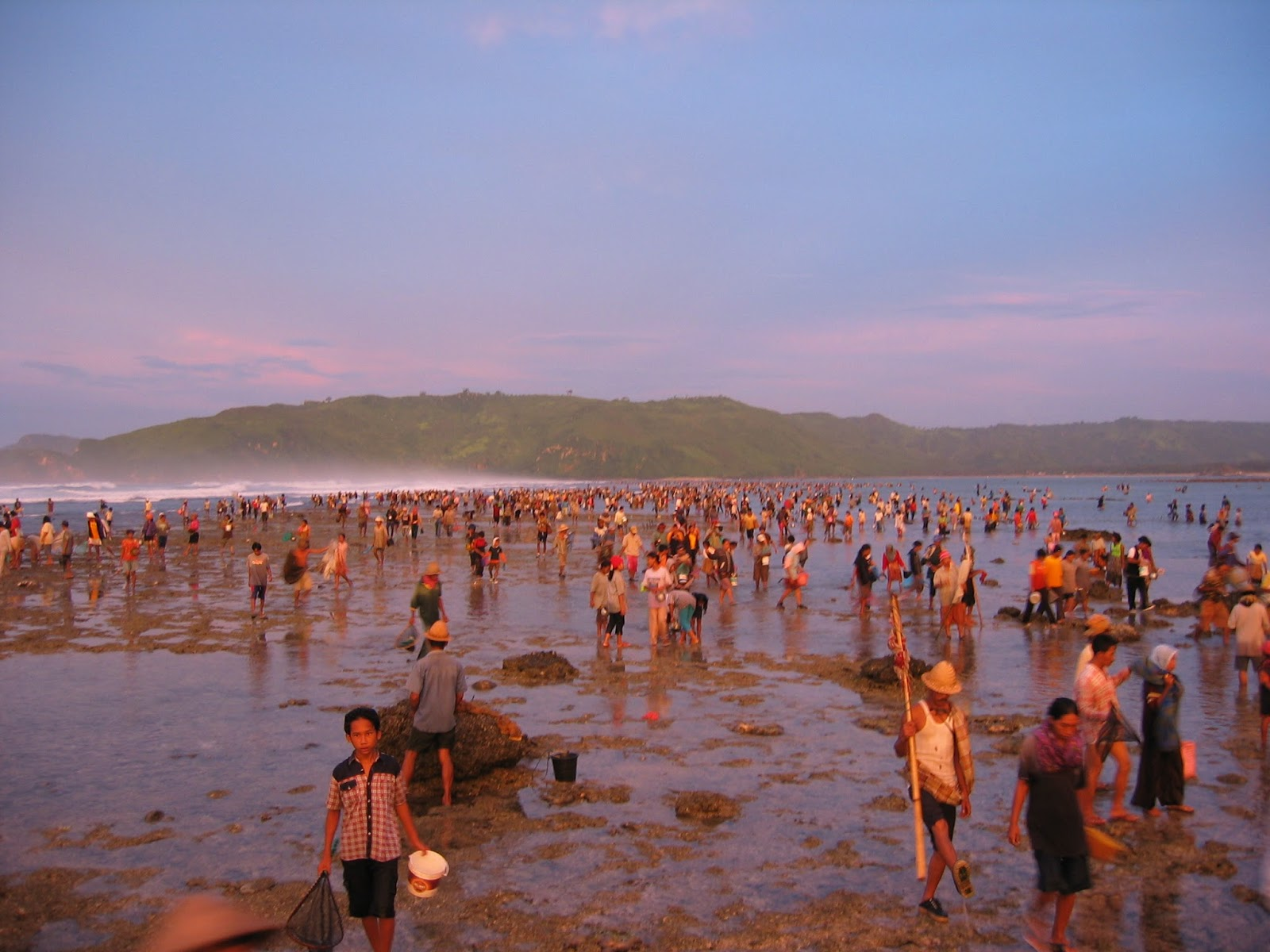 People in Lombok for worms of nyale