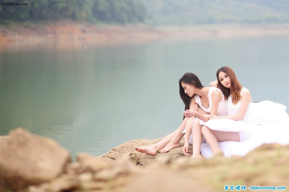 Enjoy the natural beauty of sisters