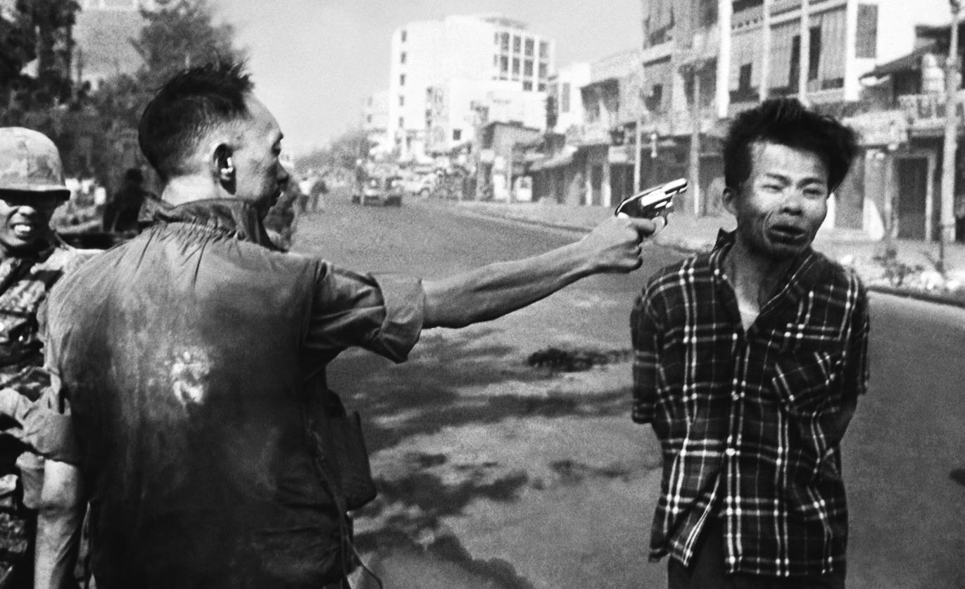 guerre du vietnam - Page 2 Saigon-execution-by-edward-adams
