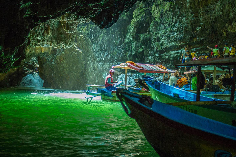 8 Pesona Memikat Tempat Wisata di Jawa Barat - TRAVEL KEREN