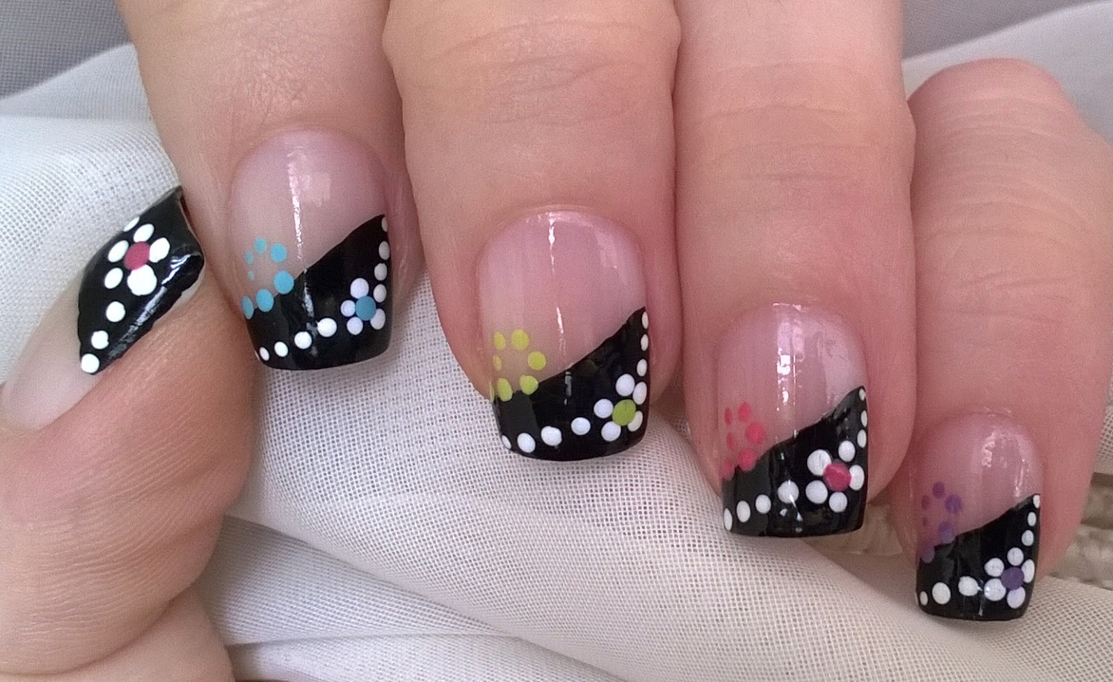 Life World Women: Gradient Black French Tip Nail Art With Dotted Design