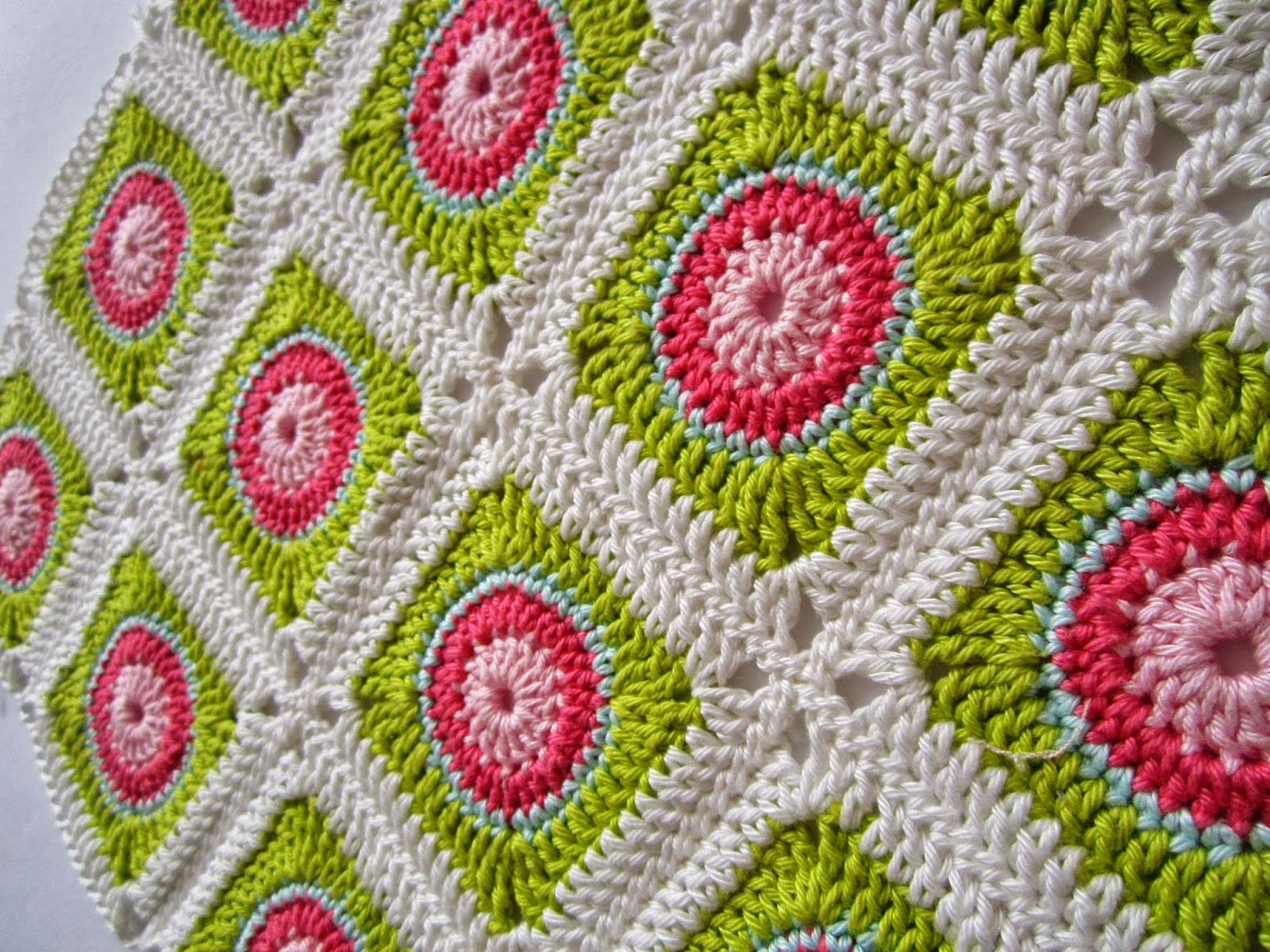 Crocheting In A Circle Pattern : Circle In Square Tutorial I