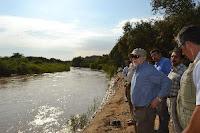 El ministro de Cultura, Luis Peirano, comprobó peligro que corren las huacas El Oro y Las Ventanas, en Lambayeque, por crecida del río La Leche. Foto: ANDINA/Unidad Ejecutora Nº 005