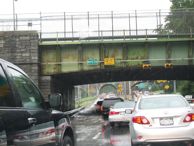 Mellow-Yellow-Monday-and-Rain-on-the-Grannd-Central-Parkway