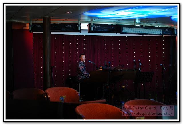 藍湖咖啡座的鋼琴家