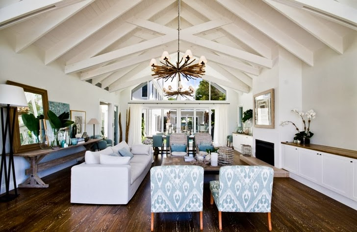 Living room in Beautiful seaside home by BGD Architects
