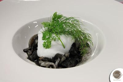 Come cucinare un cappuccino di calamari ed astice al nero di seppia
