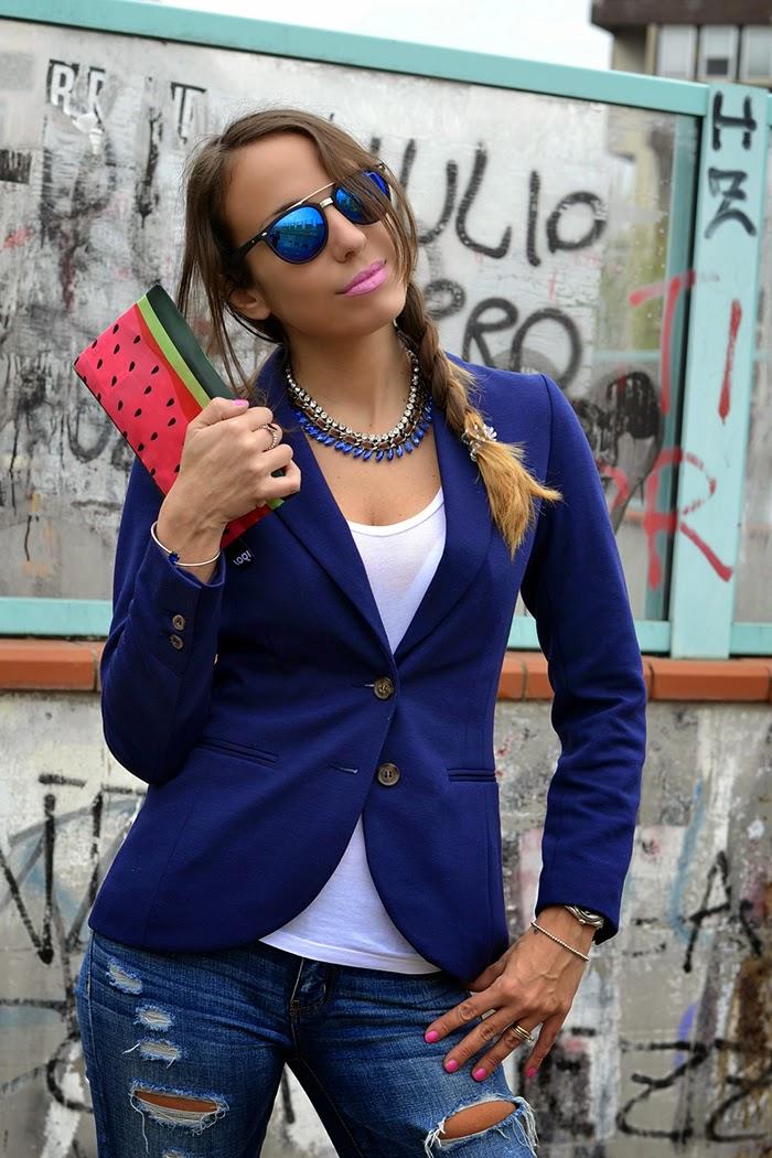 maglia bianca blazer blu
