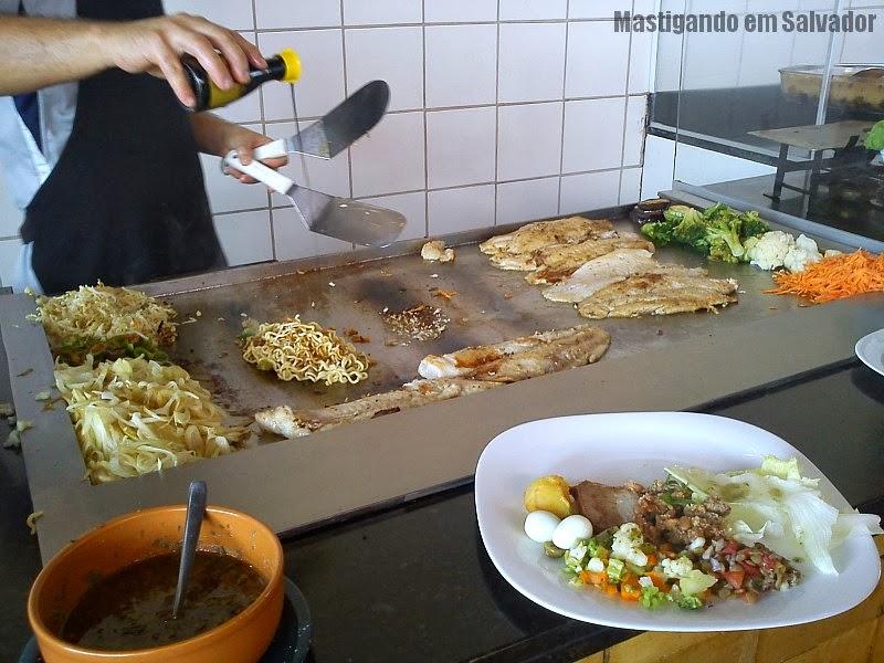 Di Ana Restaurante: Preparação do Yakissoba