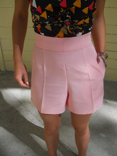 matowe szorty w kolorze pastelowego różu, pastelowe szorty