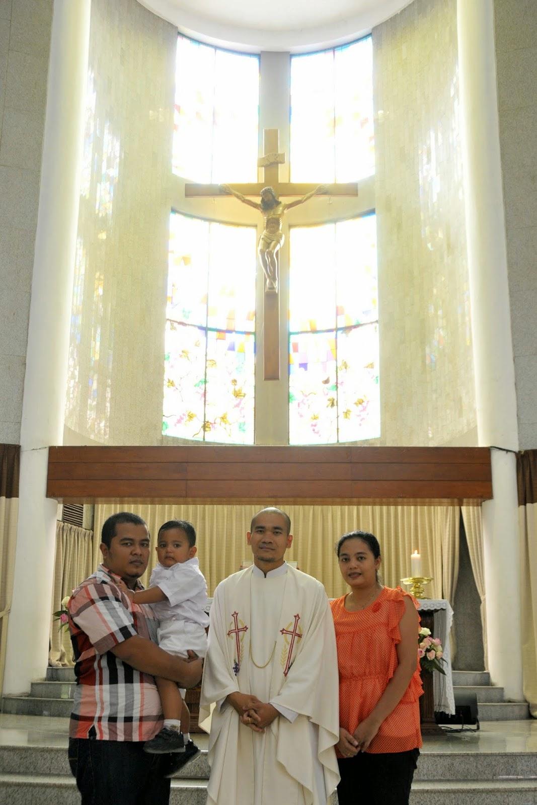 Foto Keluarga saat Baptis 3 Agustus 2014