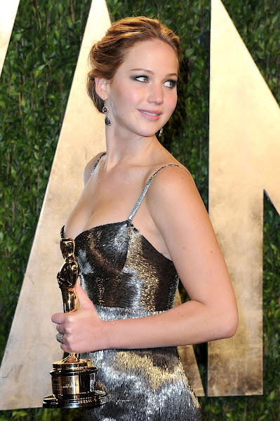 Jennifer Lawrence Hot at Vanity Fair Oscar Party in Hollywood  8 Pics