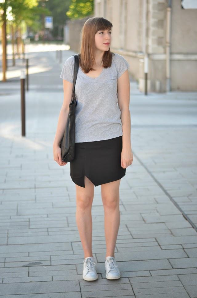 Jupe asymétrique J.Velez couture Adidas Stan Smith