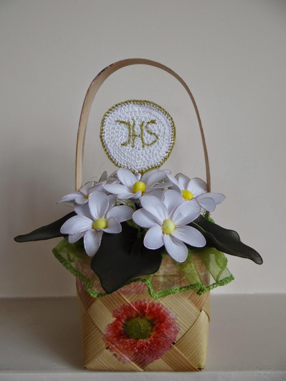 kwiaty w koszyczku