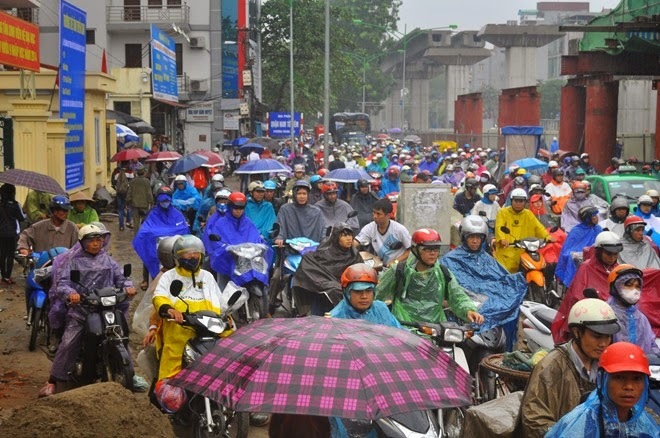 Rơi bó thép ở đường Nguyễn Trãi 2