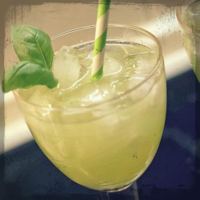 http://www.beautybutterflies.de/2013/11/rezept-gin-basil-smash-mein-cocktail.html