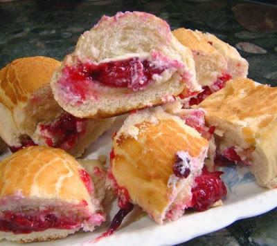 Baked Brie-Cranberry Bun Appetizers