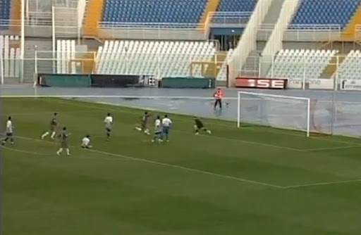 Teramo player Gerardo Masini scores a goal with a rabona against San Nicolò