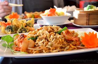 restauracja Yummy, obiad, Warszawa, zupa, deser, makaron Pad Thai