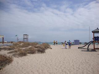 People in El Saler Beach photo - Valencia - Spain