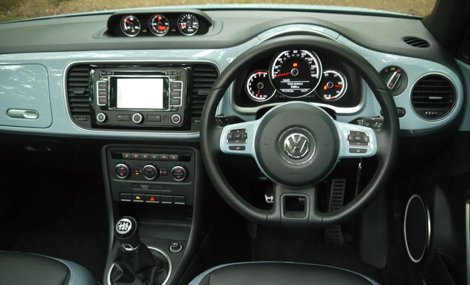 2013 VW Beetle Cabriolet cockpit