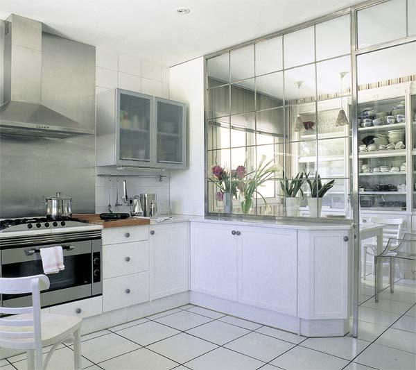 Una cocina dise ada por pascua ortega a kitchen by for Cristales para puertas de comedor