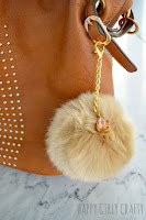 http://happygirlycrafty.blogspot.gr/2016/01/how-to-make-trendy-faux-fur-pompom-bag.html?showComment=1454068534111