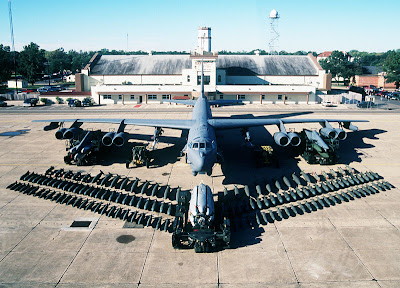 b 52 bomber the 60000 pounds 27215 kg or 108 bombs - Christmas Bombings