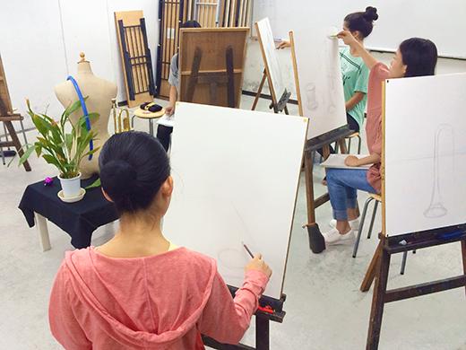 美術クラブ 横浜美術学院の中学生向け教室 たっぷりとした空間を描く「静物デッサン」5