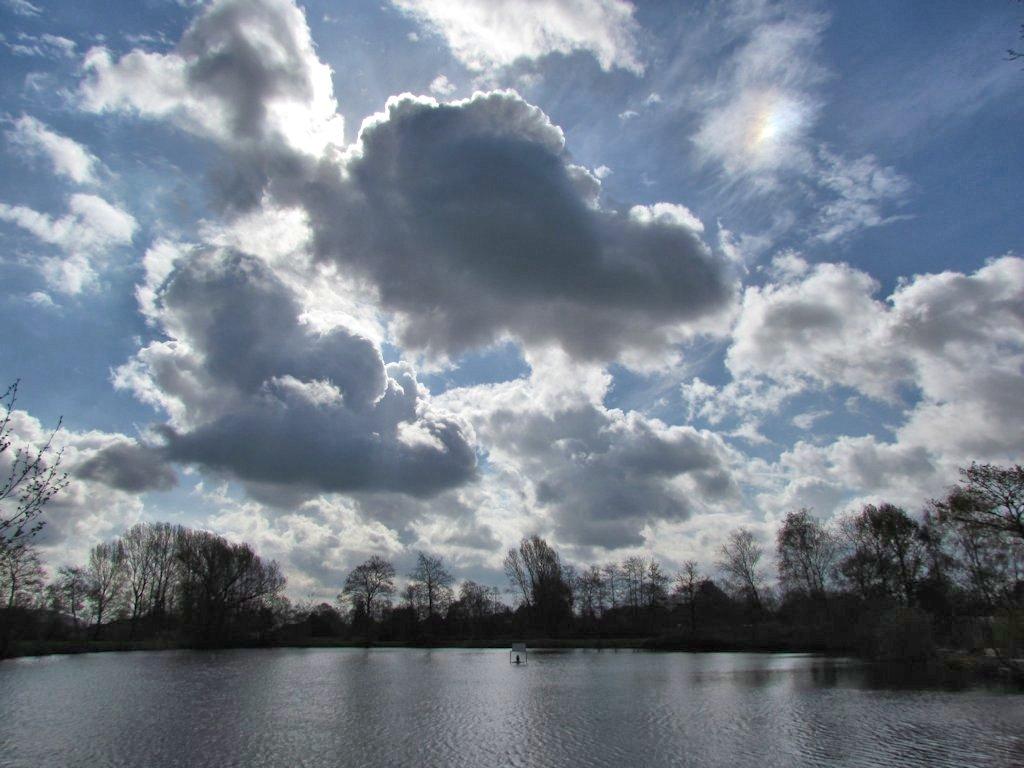 Fotografie corina magielse 27 april zon wolken dreigende zachter en lichte buitjes - De rechterhoek tv ...