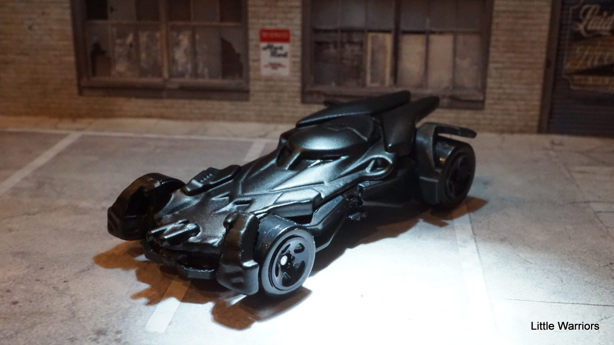 little warriors: batmobile (dhp34) from the movie batman v