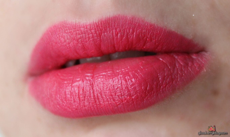 mac viva glam miley cyrus pink lipglass lipstick amplified review swatches מאק ויוה גלאם מיילי סיירוס גלוס ורוד שפתון בלוג איפור וטיפוח גלוסברי סקירה