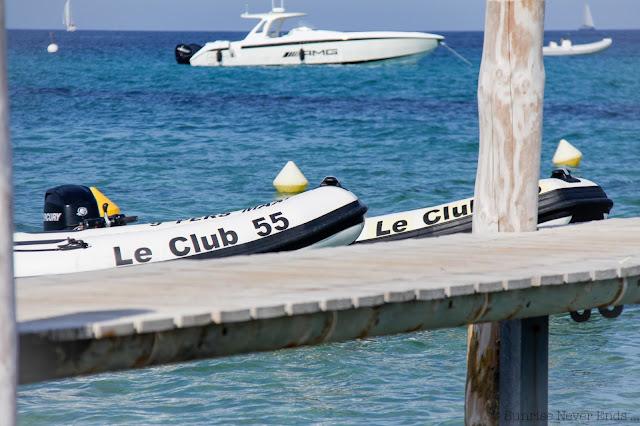 saint-tropez, la plage, méditerrannée, club 55, bleus, jaune, yatch,riva