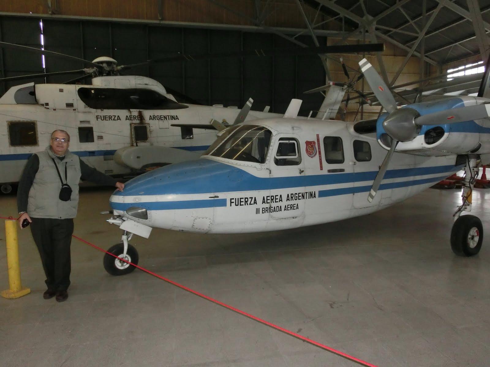 Con Aero Commander 500 (Museo Aeronáutico)