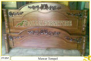 Tempat tidur ukiran kayu jati Mawar Tempel