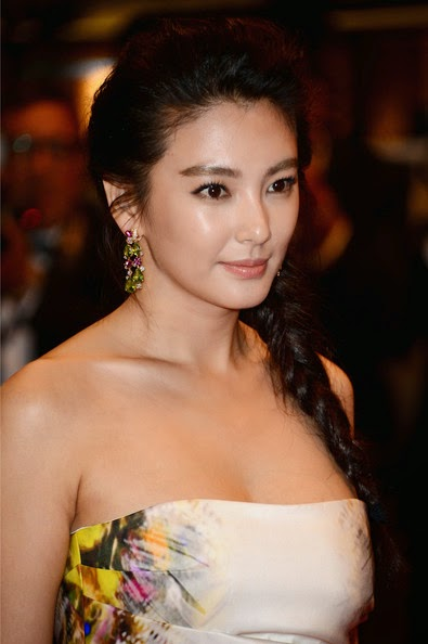 Zhang Yuqi HD Wallpapers Free Download