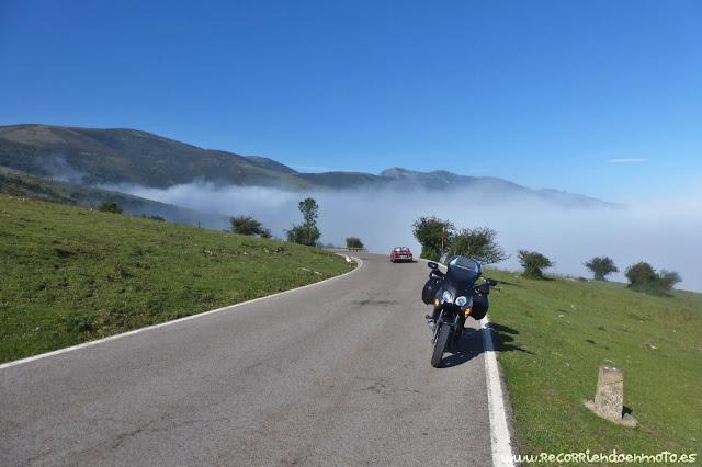 En el mar de nubes ascendiendo Pto. Palombera