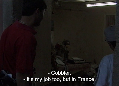 "José meets a fellow cobbler in ""Viagem à Expo"""