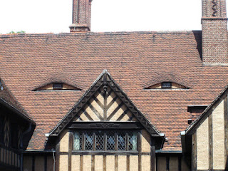 30 Creative Houses Look like Human Face