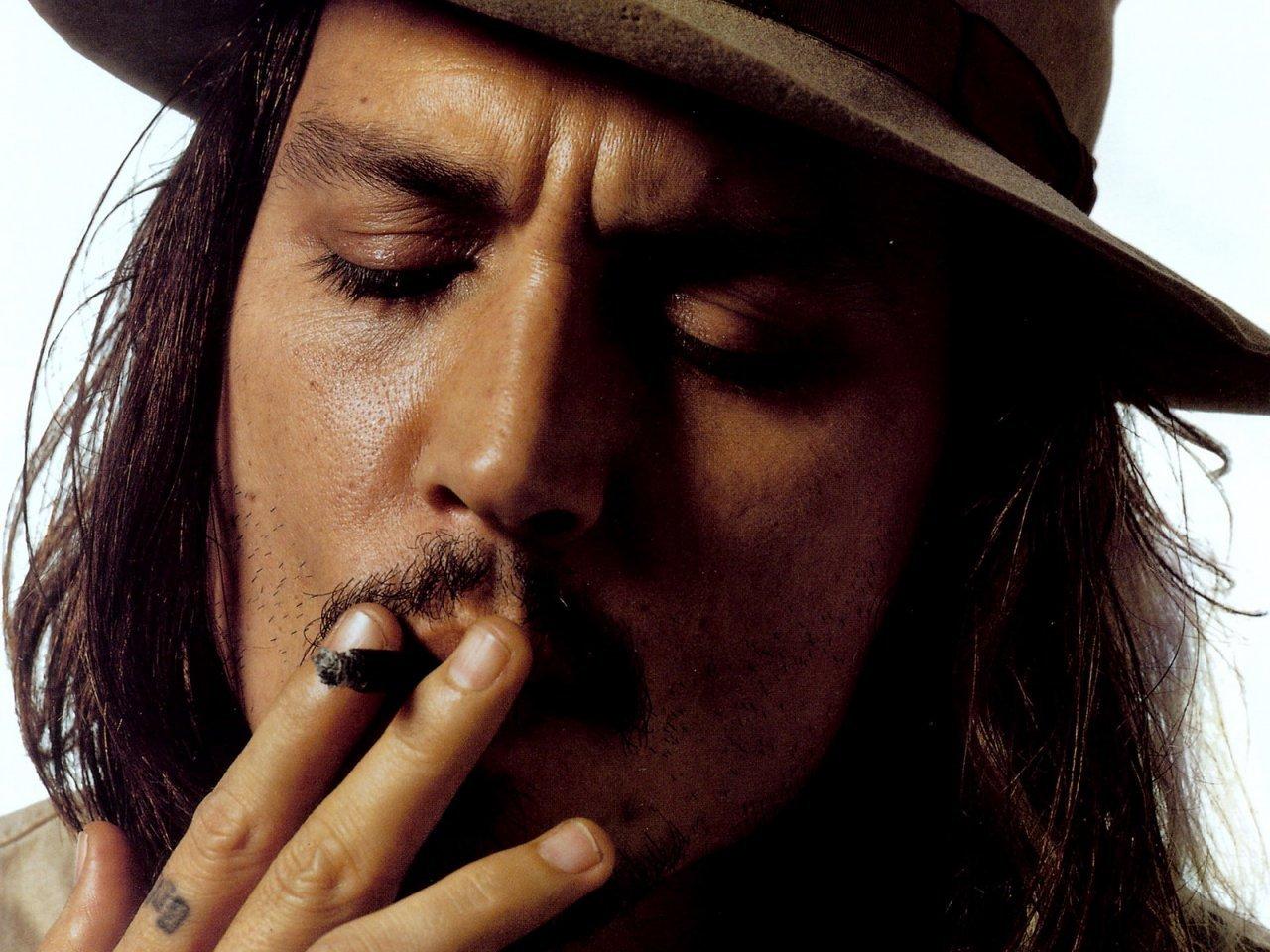 http://3.bp.blogspot.com/-3L99GsXLpgE/ULo04UKyXVI/AAAAAAAAklU/17THxarZI4s/s1600/Johnny-Depp-smoking.jpg