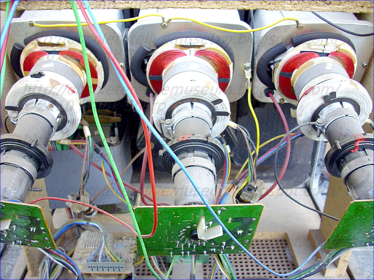 Obsolete Technology Tellye Grundig Super Color Cinema 9000 Output Stage Circuits And Pulse Shapes For Drivers A Horizontal Deflection Circuit Generating The Current In Coil Of Television Picture Tube Wherein First Switch Controls