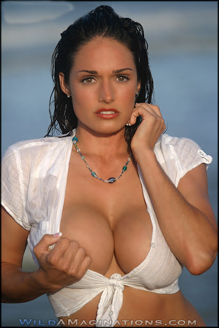 Hot Celebs Wall: Kellie Maines Sizzling Hot Wet Pics