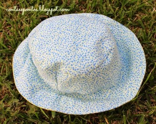 Chapéu reversível em tecido