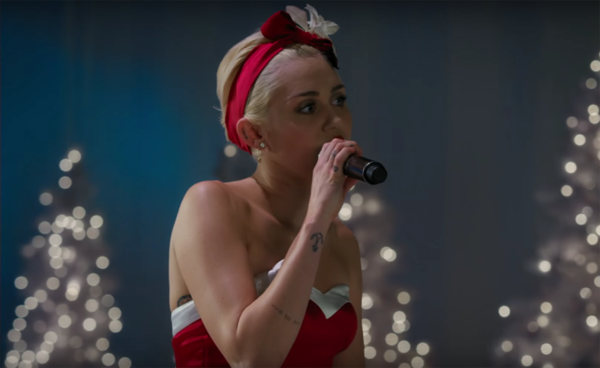 Escucha la nueva canción navideña de Miley Cyrus (VIDEO)