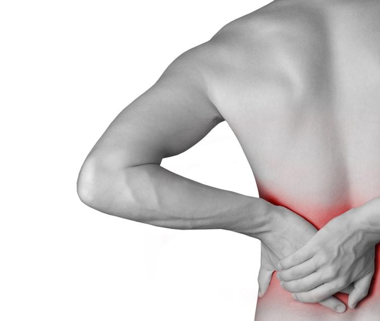El dolor en el lado derecho detrás en los riñones del riñón