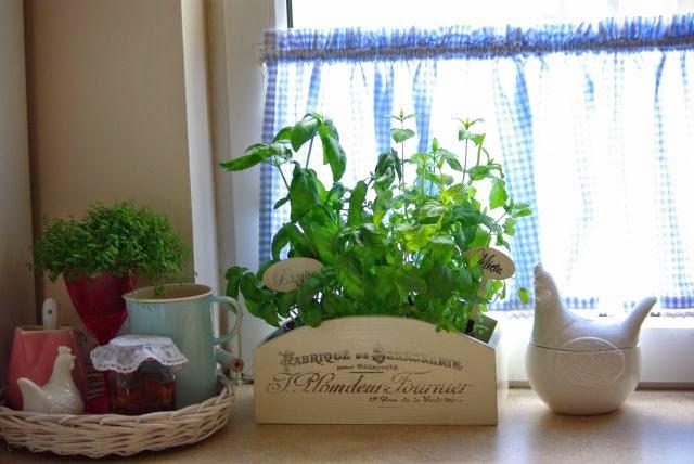 oslonka na kwiaty , drewniana skrzynka na zioła , zioła