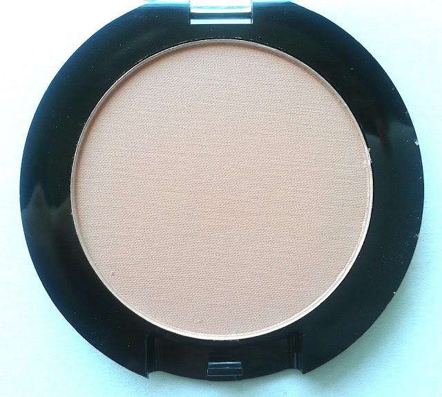 Makeup Revolution Powder Blush in Love