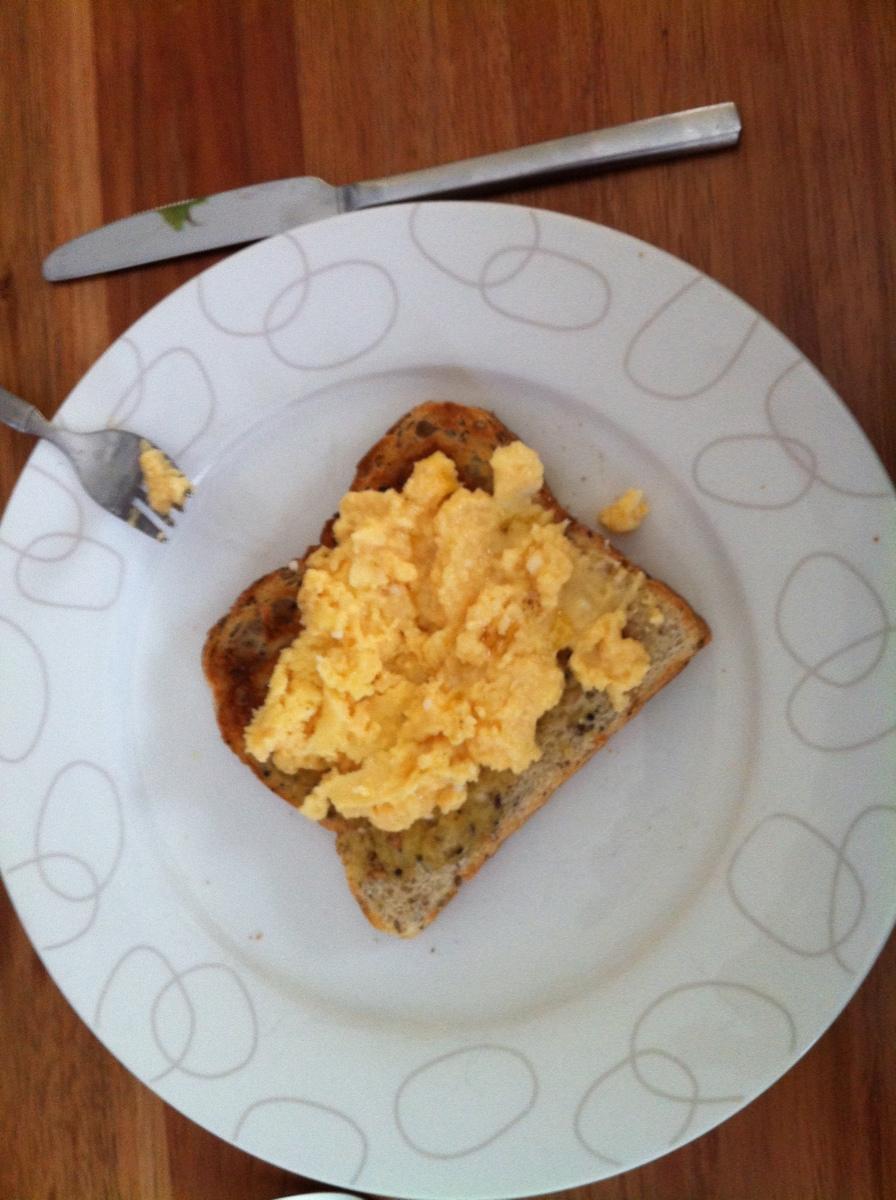 how to make scrambled eggs like in hotels