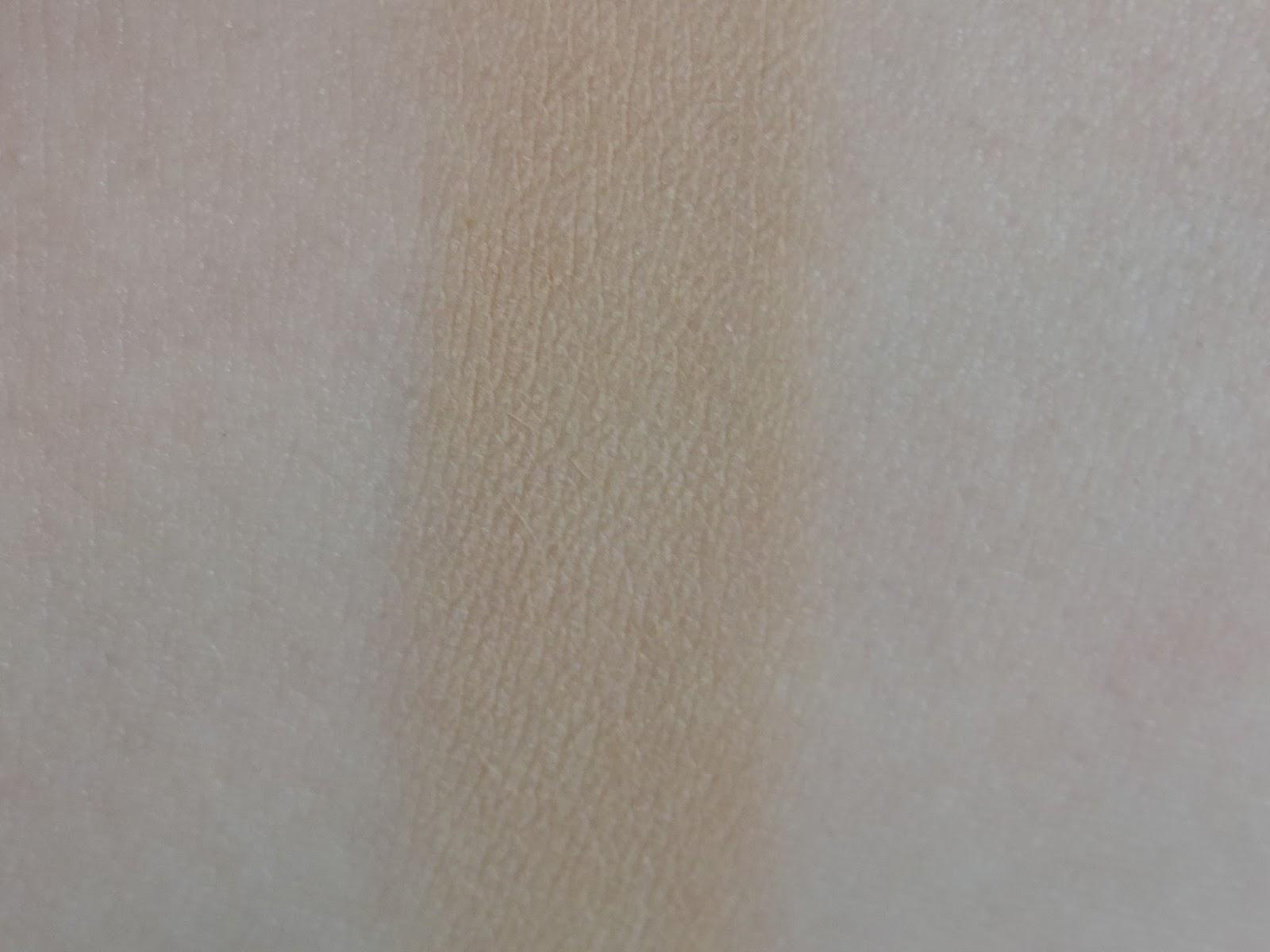 Swatch of Urban Decay Naked Skin Ultra Definition Powder Foundation in Medium Neutral